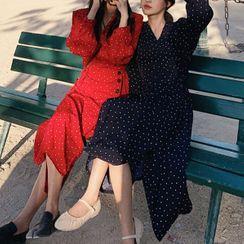 Leoom - Heart Print Long-Sleeve Midi A-Line Dress