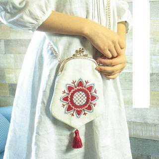 Embroidery Kingdom - Tassel Clipframe Crossbody Bag  DIY Embroidery Kit