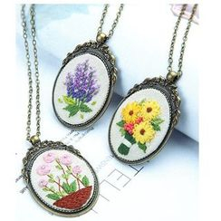 Embroidery Kingdom(エンブロイダリーキングダム) - Floral Necklace Embroidery DIY Package