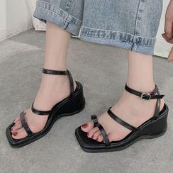 Parfaye - Plain Ankle Strap Wedge Heel Sandals