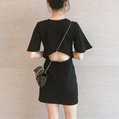 Donnae - Short-Sleeve Cut Out A-Line Dress