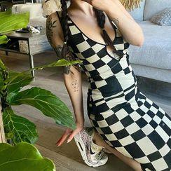 Honet - Sleeveless Check Midi Knit Dress