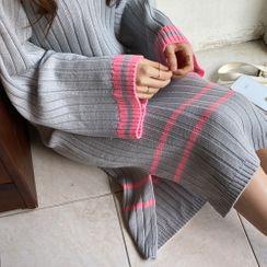 Cherryville - Contrast-Trim Rib-Knit Dress