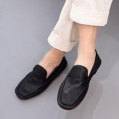 VEAZ - Plain Slip-Ons