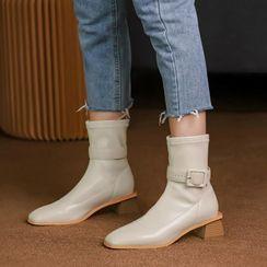 Comof - Block Heel Buckled Short Boots