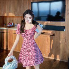 Honeybee Inn - Floral Short-Sleeve A-Line Dress