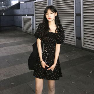 EFO - 泡泡袖方领露背A字连衣裙