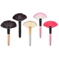 Stroke of Beauty - Wooden Handle Fan Makeup Brush