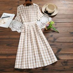 Fancy Show - Short-Sleeve Midi Plaid A-Line Dress