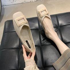 Novice(ノバイス) - Square Toe Faux Leather Flats