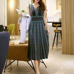 Themis - Sleeveless Pattern Midi A-Line Knit Dress