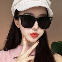MOL Girl - Retro Sunglasses
