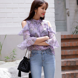 Envy Look - Cutout-Shoulder Floral Print Blouse