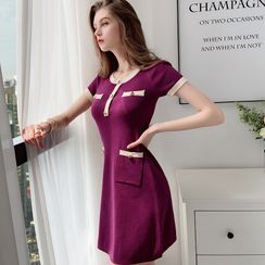Dabuwawa - Contrast Trim Short-Sleeve A-Line Knit Dress