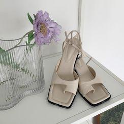 DEEPNY - Toe-Loop Cylinder-Heel Sandals