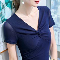 Winkplay - Short-Sleeve Twist V-Nneck T-Shirt