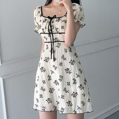 Tangihouse - Short-Sleeve Square-Neck Floral Mini A-Line Dress