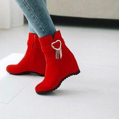 天姿 - 仿麂皮流蘇心心內增高短靴