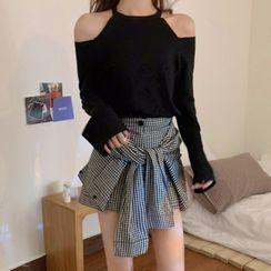 Ashlee - Long-Sleeve Cold Shoulder T-Shirt / Plaid Skort