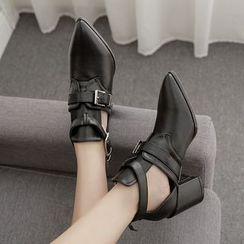 Niuna - 饰扣仿皮尖头粗跟及踝靴