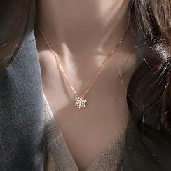 Gaya - 925 Sterling Silver Rhinestone Snowflake Pendant Necklace