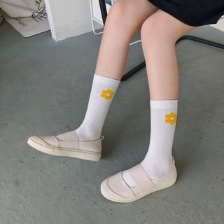 Queen Zoo(クイーンズー) - Cutout Canvas Slip-Ons