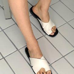 FROMBEGINNING - Toe-Loop Cross-Band Flip-Flops