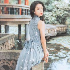 Jemars - Sleeveless Leaf Embroidered Midi A-Line Qipao Dress