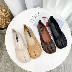 ELFISH - Split Toe Flats