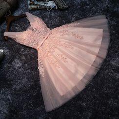 Remme - Sleeveless Floral Applique Short Prom Dress