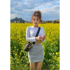 chuu - Fitted Crop T-Shirt (6 Colors)