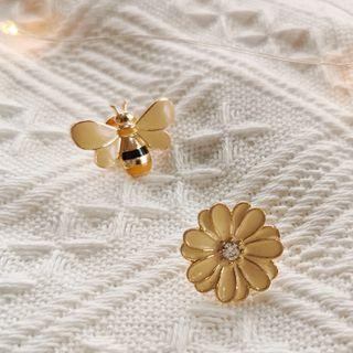 Naoko - Alloy Flower / Bee Brooch