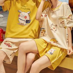 Lion Sniff - Couple Matching Loungewear Set : Short-Sleeve Pig Print Top + Shorts