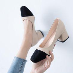 JY Shoes - Cap-Toe Chunky Heel Pumps