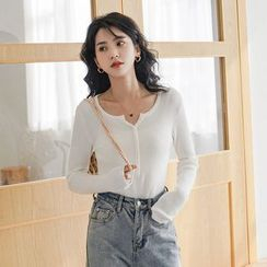 Deca - Long-Sleeve Buttoned Placket Knit Top