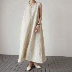 Scabiosa - V-Neck Sleeveless Maxi Shift Dress