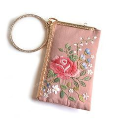 Embroidery Kingdom(エンブロイダリーキングダム) - Flower Pouch DIY Embroidery Kit