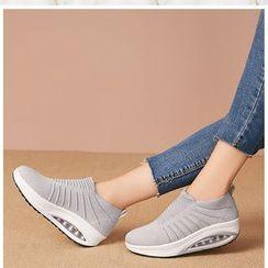 MINIKA - Slip-On Platform Sneakers