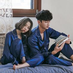 Ooptopia - Couple Matching Pajama Set: Long-Sleeve Top + Pants