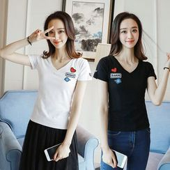 Ashlee - Applique V-Neck Short-Sleeve T-Shirt