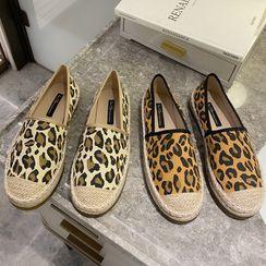KICKOFF - Leopard Print Slip-Ons