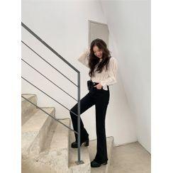 chuu - Fray-Hem Boot-Cut Jeans