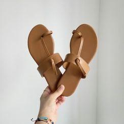 Wifky - Toe-Loop Flat Sandals