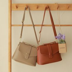CLICK - Slip-Tab Flap Shoulder Bag