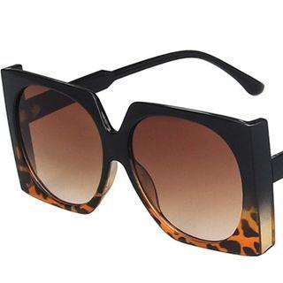 iLANURA - Retro Oversized Square Sunglasses