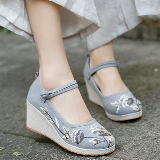 Kyotopia - Flower Embroidered Wedge Hanfu Shoes