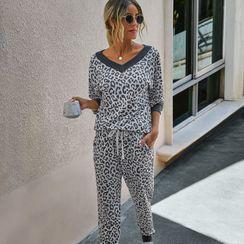 Charaboom - Set: Long Sleeve V Neck Leopard Printed T-Shirt + Drawstring Sweatpants