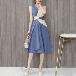 KOHIN - Sleeveless Two-Tone Wrap A-Line Dress