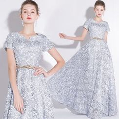 Sennyo - Flower Applique Short-Sleeve Evening Gown