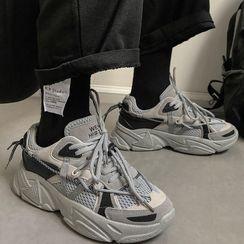 Nyeoseog - Platform Sneakers